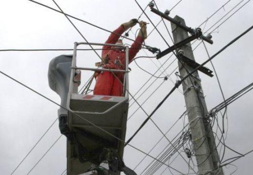 Szélvihar: 8 Maros megyei település áram nélkül
