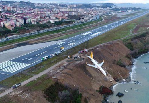 Hátborzongató: alig néhány méterre a tengertől állt meg a repülőgép