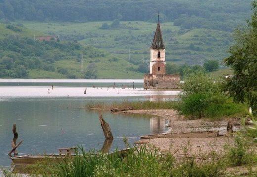Kivitelezőt keresnek a bözödújfalusi templom felépítésére