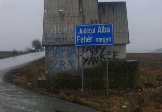 Hűlt helye a Maros/Fehér megye határát jelző, kétnyelvű táblának!