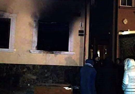 """""""Magyarellenes provokáció."""" Felgyújtották a KMKSZ központi irodáját Ungváron"""
