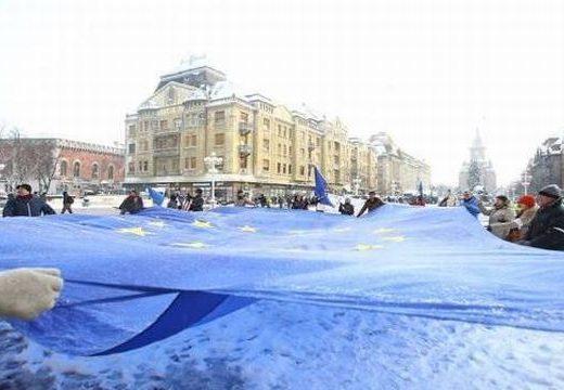 Hatalmas EU-zászlóval tüntettek Temesváron az igazságszolgáltatás függetlensége mellett