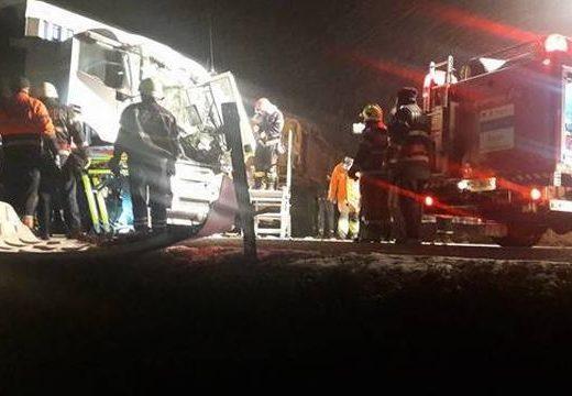 Hókotró és teherautó ütközött