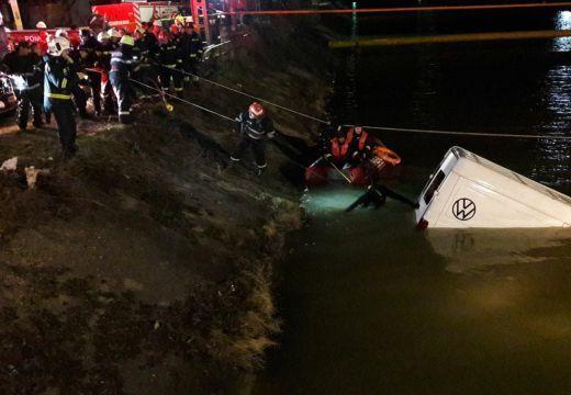 Folyóba esett furgon, 9 halott: sürgősségi segély az áldozatok családjának