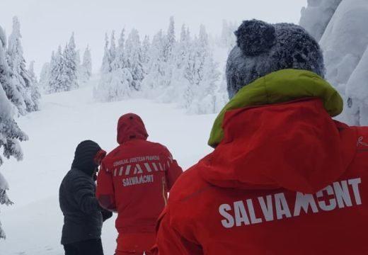 Eltévedtek a hóviharban, hegyimentők és csendőrök hozták le a felelőtlen turistákat