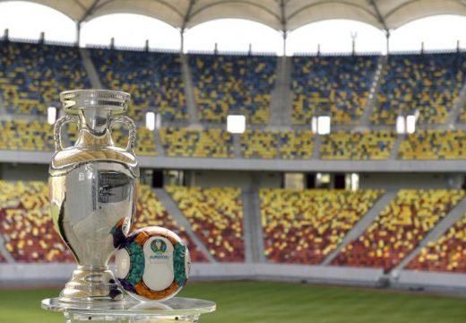 Egy évvel elhalasztották a foci-Eb-t