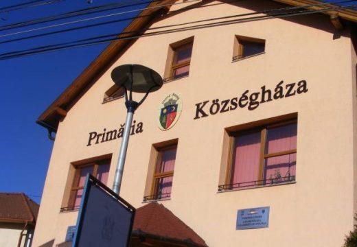 Jogerős ítélet: nem kell fizetnie a községháza feliratért megbírságolt korondi polgármesternek