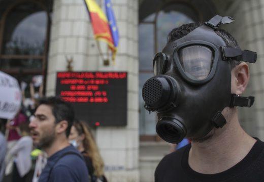 Gázmaszkos tüntetés a levegő minősége miatt