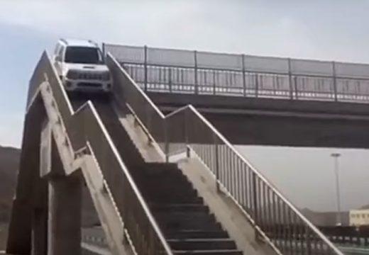 Túlment a sztrádakihajtón, aztán meglátta a hidat, és…