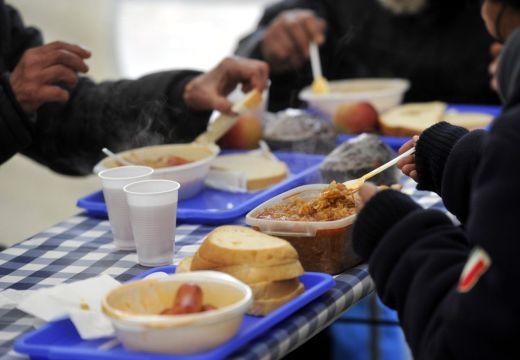 Meleg étellel segítik a rászorulókat Marosvásárhelyen és Marosszentgyörgyön