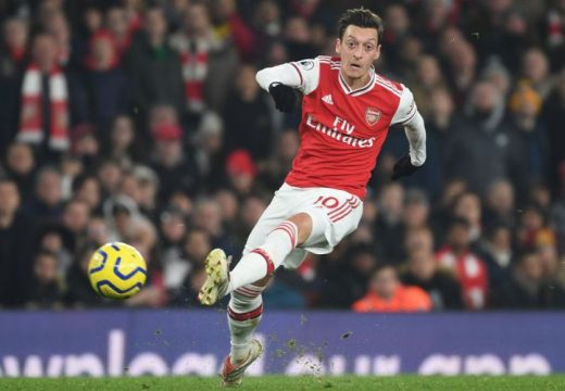 Özil marad az Arsenalnál