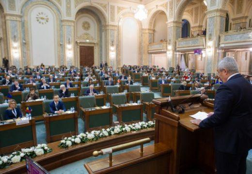Gyors igyekezettel egy 16 éve porosodó autonómia-törvényt is elutasított a szenátus