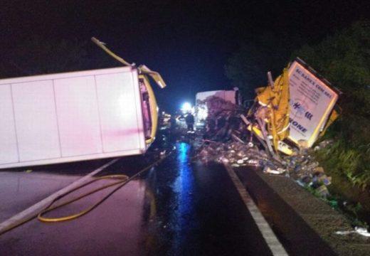 Két teherautó ütközött az E60-ason