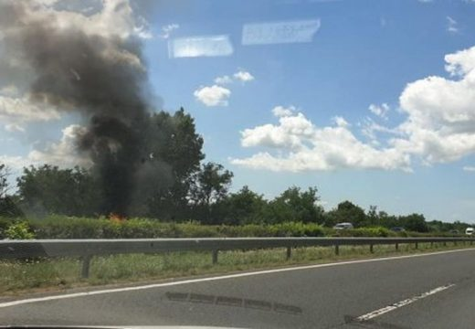 Kigyulladt egy autó – lezárták az M7-es autópályát
