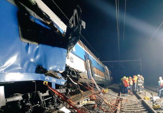 Összeütközött két vonat Prága közelében