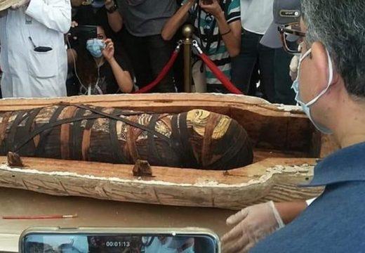 Érintetlen ősi koporsók a szakkari nekropoliszban