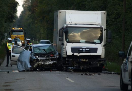 A személygépkocsi vezetője a helyszínen meghalt