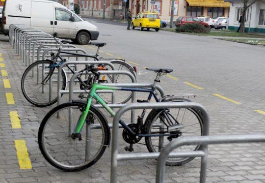Kerékpárparkolókat kell létesíteni minden közhasznú intézménynél