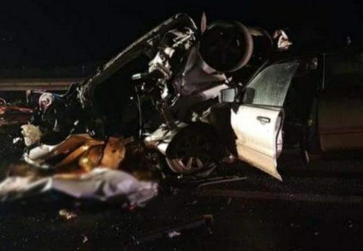 Az egyik gépkocsit szétszakadt, ketten meghaltak