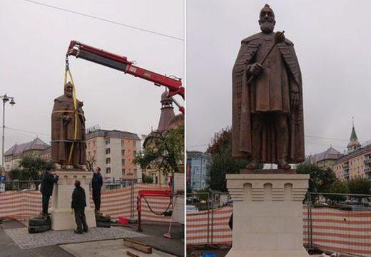 Már áll a Bethlen-szobor Marosvásárhelyen