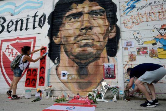 Elhunyt Diego Maradona