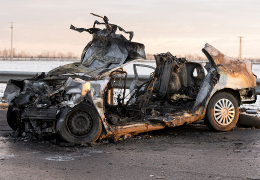 Személygépkocsi és teherautó ütközött – 4 halott