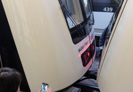 Összeütközött két metró Budapesten, többen megsérültek
