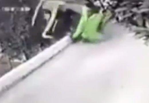 Brutális baleset: turistákkal együtt zuhant a mélybe egy busz – videó