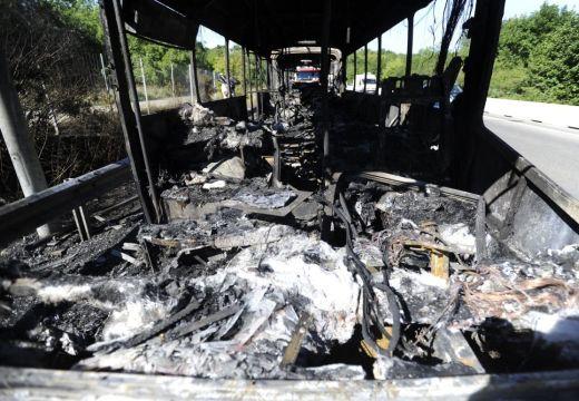 Tűz a buszon: félszáznyi utas került veszélybe