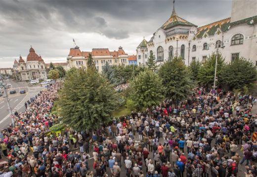 Marosvásárhelyi iskolaügy – Több ezren tüntettek a Római Katolikus Gimnázium védelmében