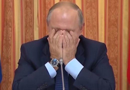 Röhögőgörcsöt kapott Putyin ezen az ökörségen, nem bírta abbahagyni – videó