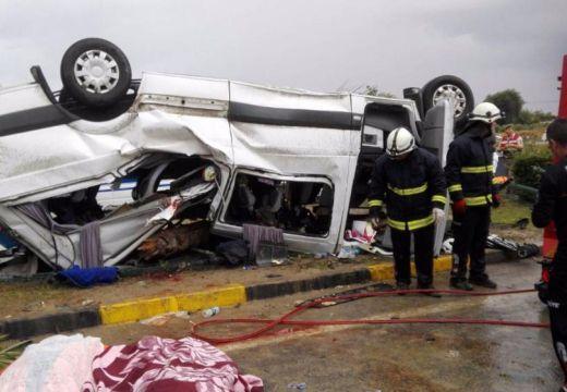 Felborult egy turistákat szállító autóbusz, többen meghaltak