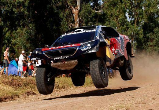 Loeb nyerte a Dakar 4. szakaszát, Peterhansel összetettben az élen
