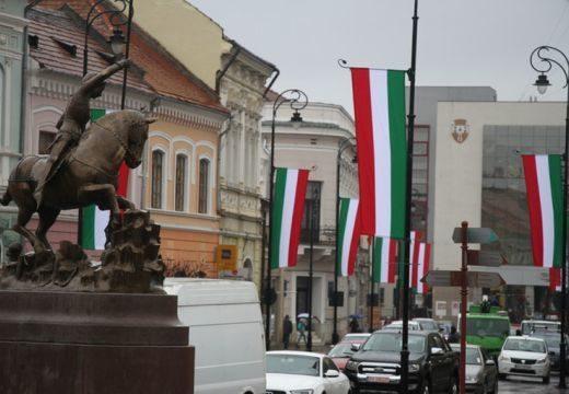 Magyar zászlók Sepsiszentgyörgyön: megbírságolták Antal Árpád polgármestert
