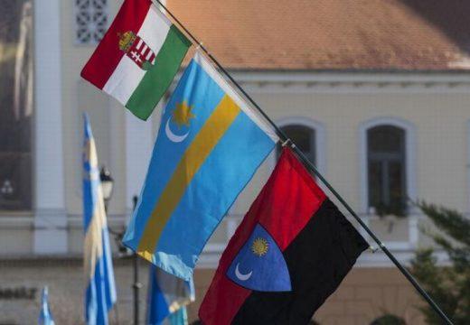 RMDSZ: Bukovina zászlaját fel lehet vonni, de a székely zászló használatáért büntetés jár?