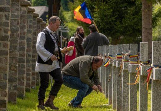 Cimitirul militar din Valea Uzului. Un grup de aproximativ 100 de naţionalişti români au sărbătorit în cimitir
