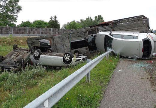 Felborult egy autókat szállító kamion az M5-ös autópályán