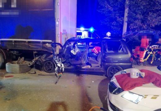 Kamionnal és rendőrautóval is ütközött