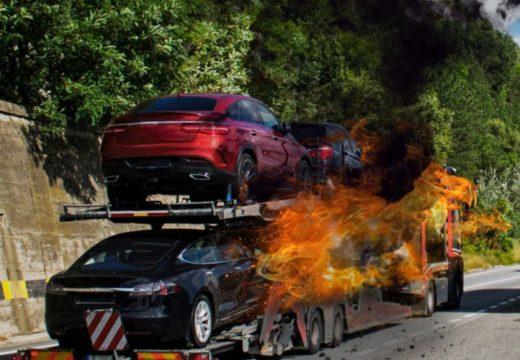 Több autó kigyulladt, lezárták a 3-as utat Szikszónál