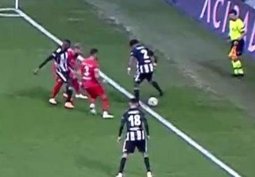 Különös sztori egy törökországi focimeccsen
