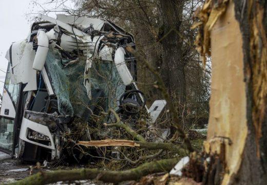 Többen megsérültek egy buszbalesetben Lőrinciben