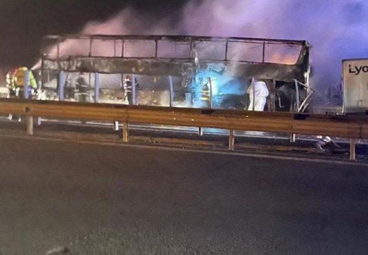 Teljesen kiégett az autópályán kigyulladt autóbusz