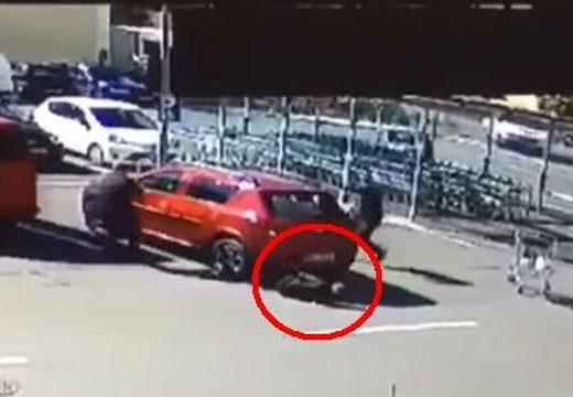 Sokkoló baleset a segesvári Lidl-parkolóban